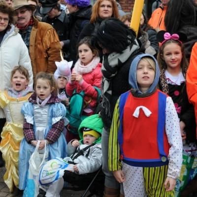 Karneval in Kelmis Publikum an der Strasse