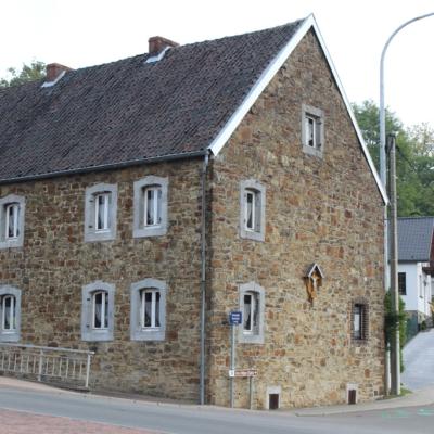 Häuser Henning Kelmis